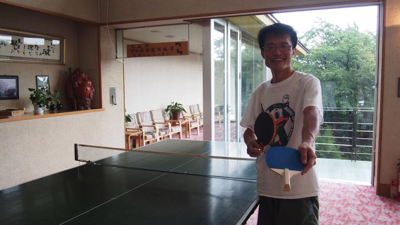神の湯温泉・卓球を楽しむ上田部長