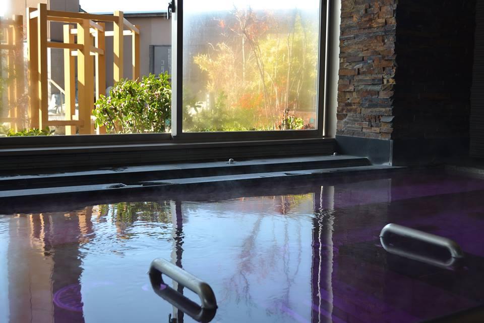 宮前平源泉湯けむりの庄 屋内風呂の写真