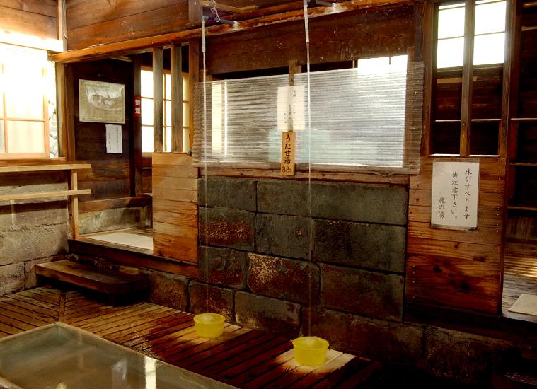 那須湯本温泉 鹿の湯 打たせ湯の写真