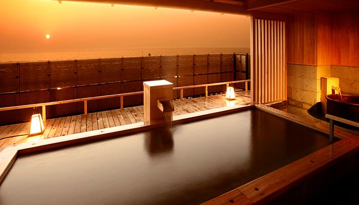 新潟 瀬波温泉 夕映えの宿 汐美荘 露天風呂の写真