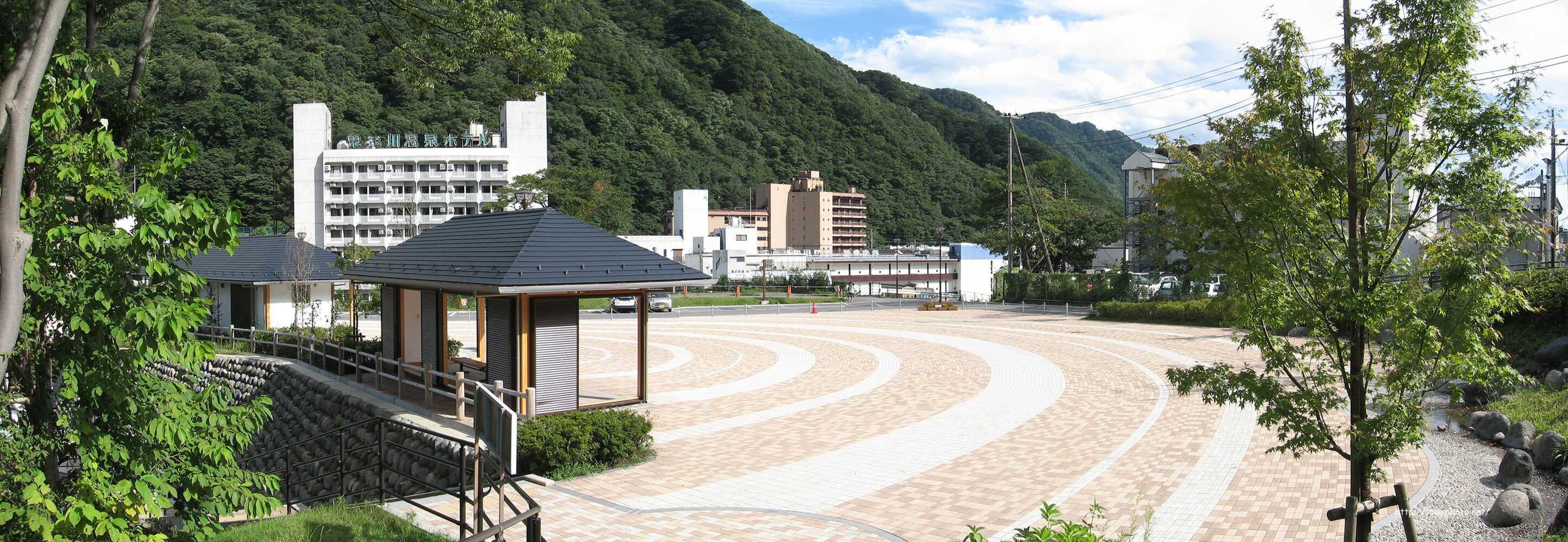 鬼怒川温泉 日光市営浴場 鬼怒川公園岩風呂 景色の写真