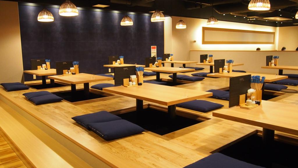 席数200席程ある食事スペース