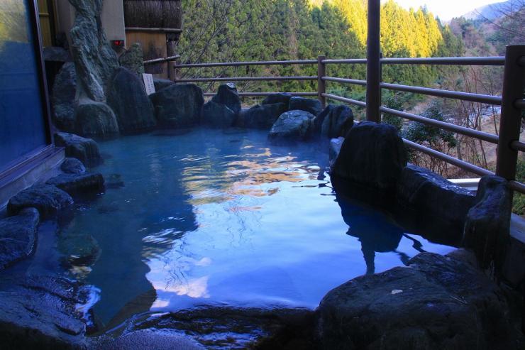 山梨 道志川温泉 紅椿の湯 露天風呂の写真