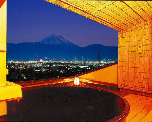 山梨 神の湯温泉 露天風呂の写真
