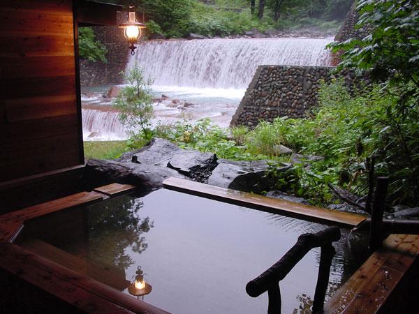 秋田 妙乃湯 滝見露天風呂の写真