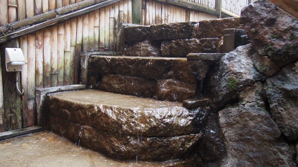 大丸温泉旅館-露天風呂への階段