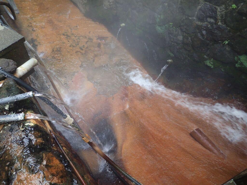 大丸温泉旅館-川下へ流れていく湯
