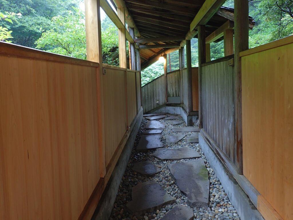 大丸温泉旅館-山ゆりの湯への廊下