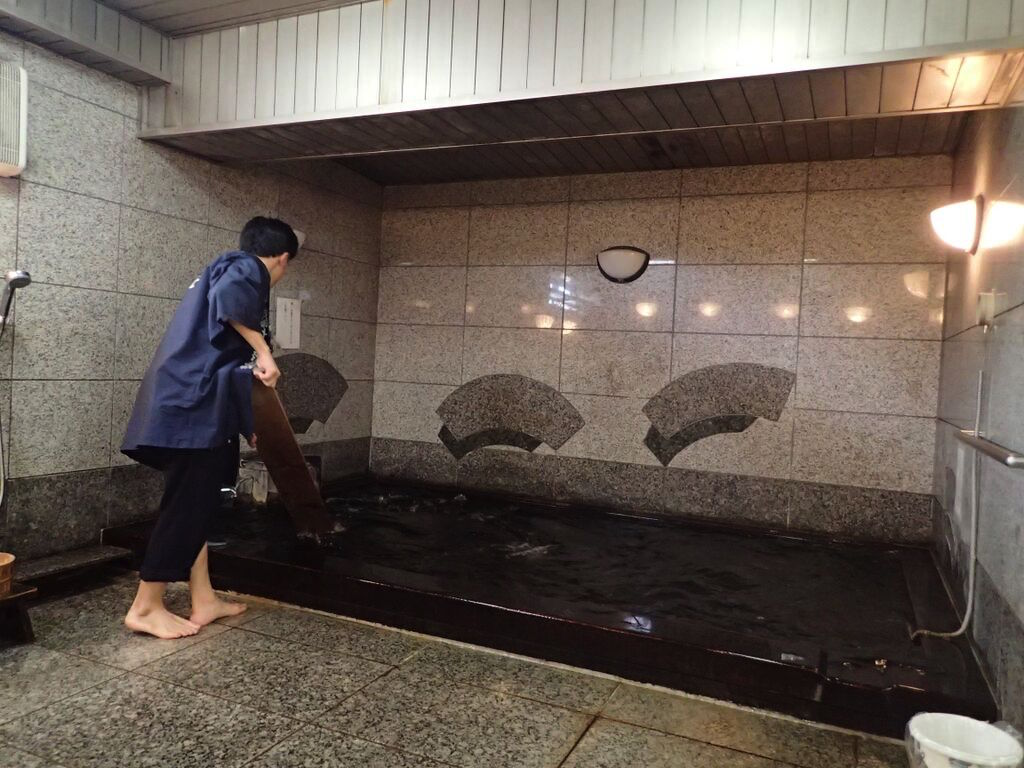 鴎外温泉-湯もみ