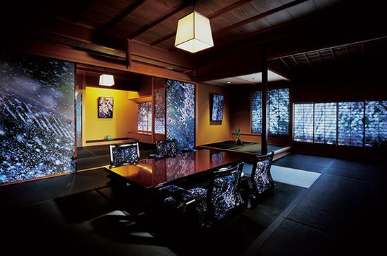 大和屋の和室を蜷川作品で演出