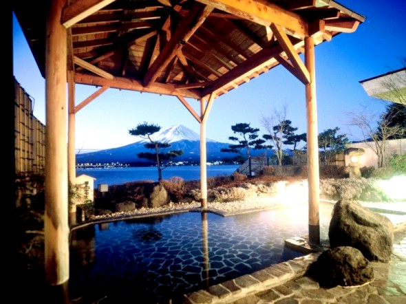 秀峰閣湖月 露天風呂