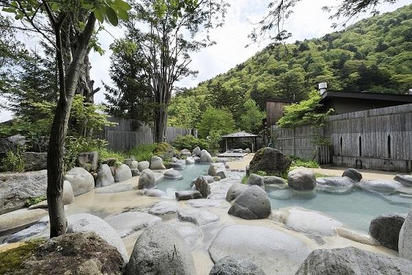 ひらゆの森 広大な露天風呂