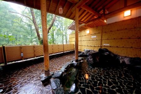 伊予の三湯・本谷温泉が楽しめる【本谷温泉館】の基本情報です