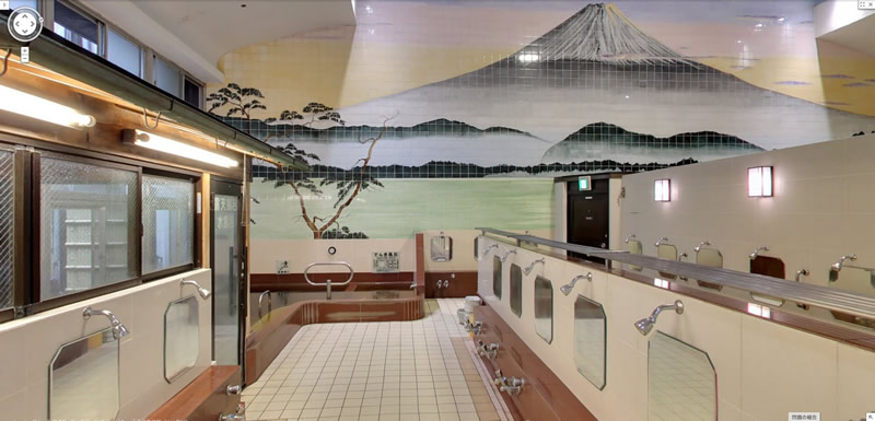 内湯は日本文化を象徴する富士山の壁画があります