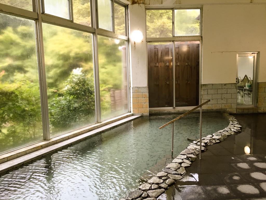 8人ぐらいが入っても余裕の大浴場
