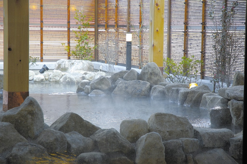 おんぽいの湯 岩風呂の露天風呂