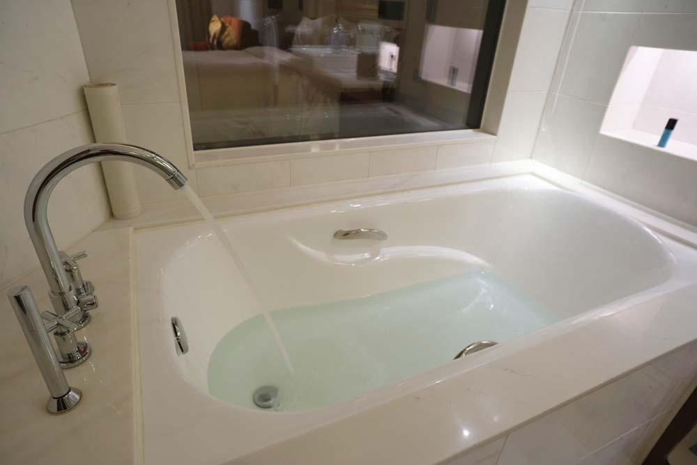 温泉 生理 自室の浴槽
