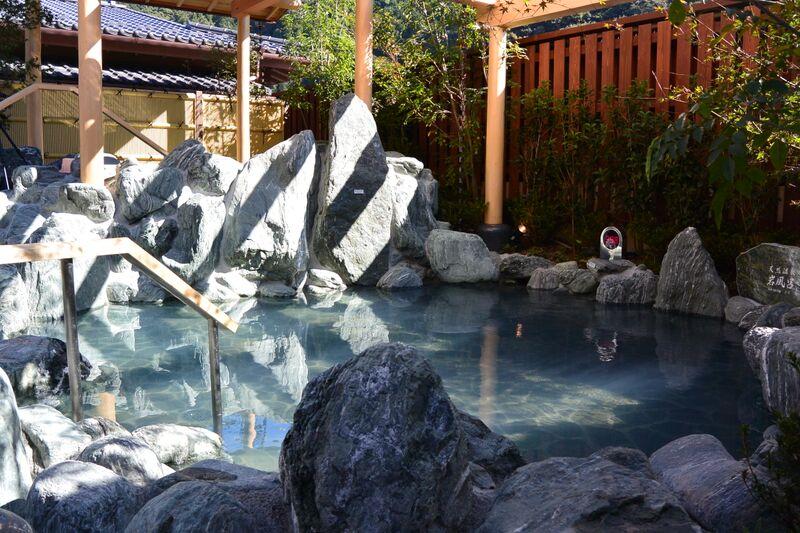 高尾山温泉の岩風呂
