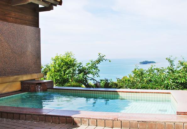 湯船から瀬戸内海が一望できる絶景の露天風呂。海眺の宿 あいお荘