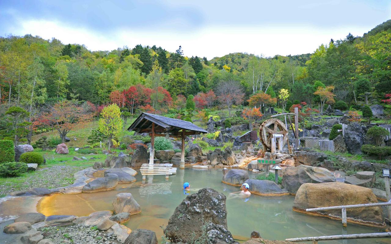 200人入れる道内屈指の広さの露天風呂 豊平峡温泉