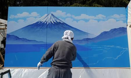 現在日本に2名しかいない浴場背景画絵師の一人、丸山氏