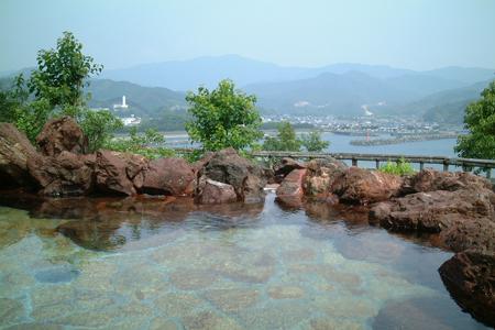 太平洋を一望できる露天風呂。黒潮本陣温泉