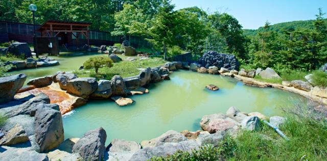 ダイナミックな庭園露天風呂のニセコグランドホテル