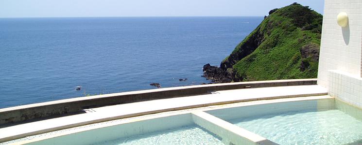 日本海と椿山の絶景を一望できる開閉式の展望温泉Wespa椿山