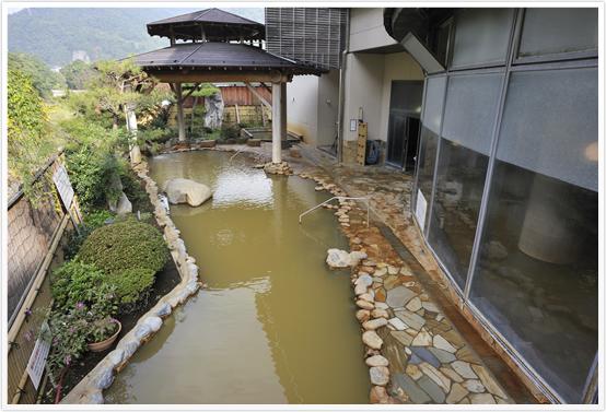 日本百景のひとつにも数えられている奥裾花渓谷の下流にある裾花峡を望む裾花峡天然温泉宿 うるおい館