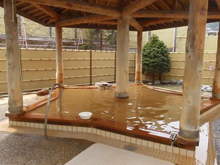 昭和初期から地元の人たちに愛されている五稜郭を象った露天風呂,谷地頭温泉