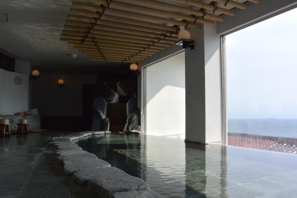 海を望める大浴場