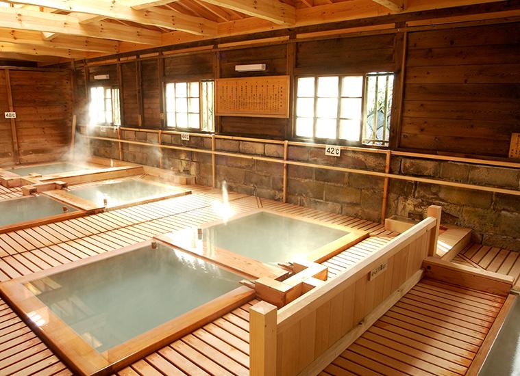 41、42、43、44、46、48度と、温度の違う6つの浴槽がある鹿の湯