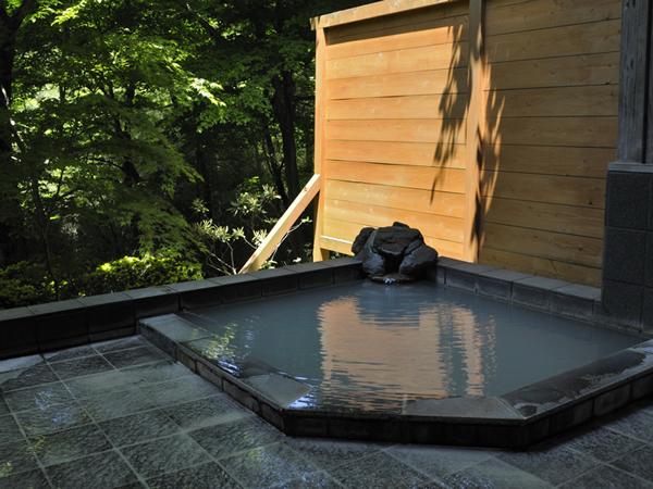 24時間空いている時はいつでも貸切で入ることができる天然温泉露天風呂