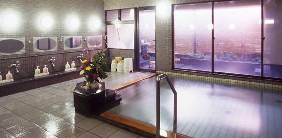 和倉温泉の中でもっとも湯元から近い立地にある宝仙閣。