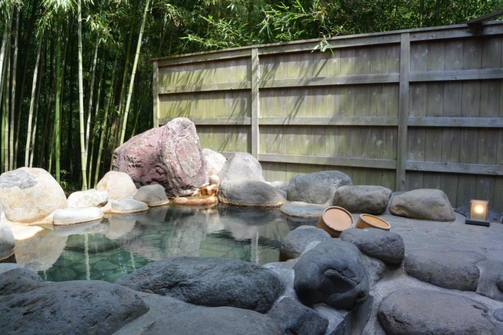 静寂な竹林の貸切露天風呂