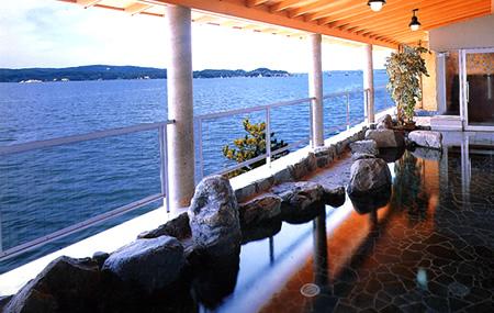 七尾西湾の景色が一望できる露天風呂。ホテル海望