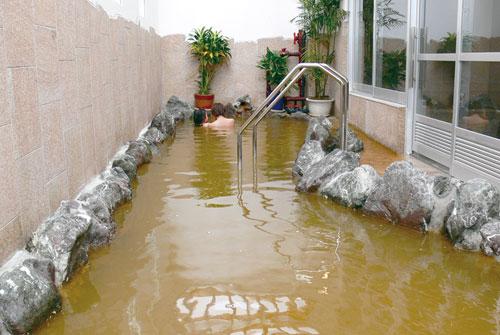 宮古島の中心に位置するこちらの温泉施設、宮古島温泉