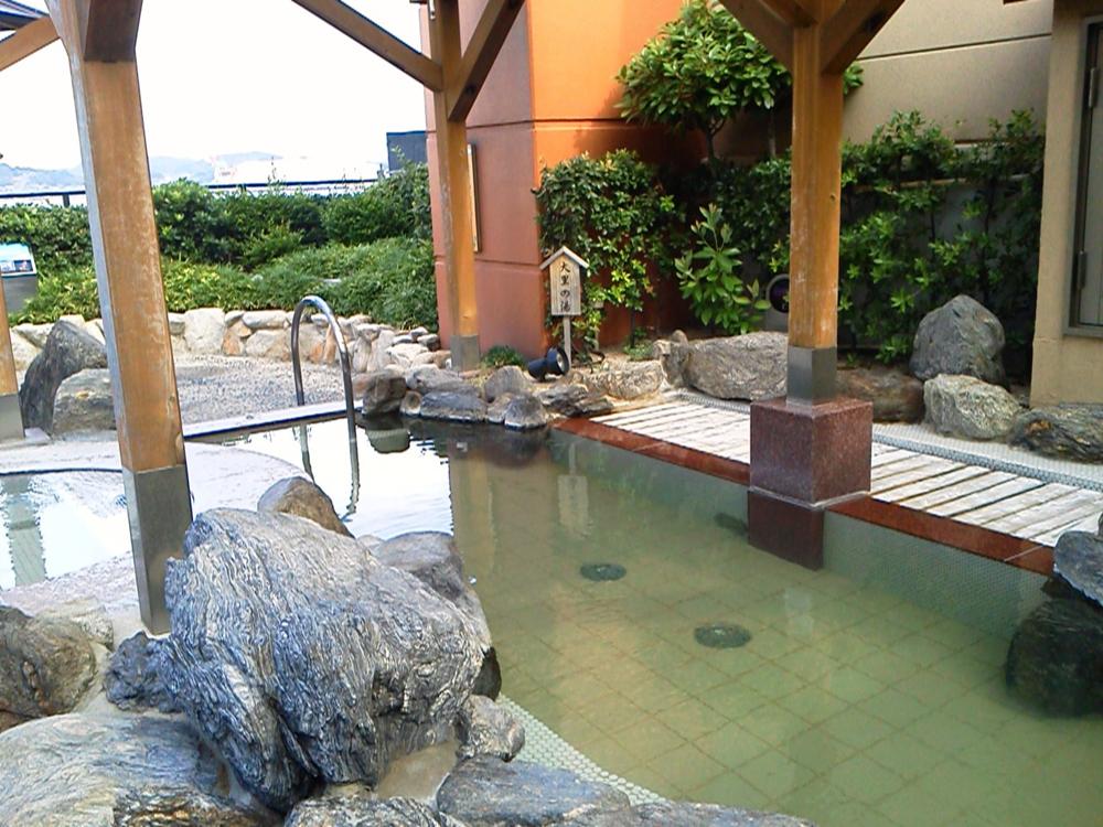 関門海峡沿いにある温泉施設、もじ楽の湯