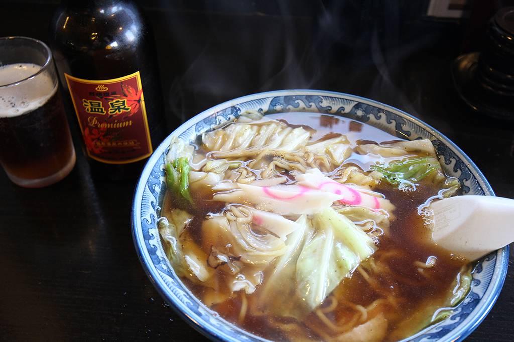 スープ焼きそばと温泉ビール