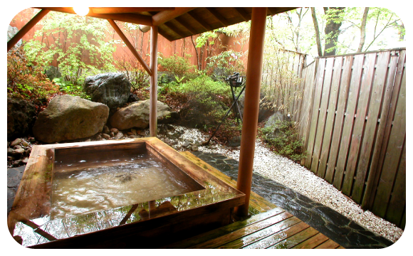 時間の経つのを忘れさせる総檜造りの露天風呂