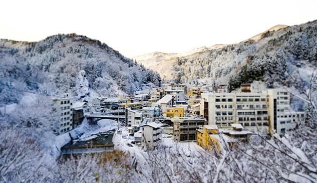 アラフドミュージックの会場となる宿がある土湯温泉町は磐梯朝日国立公園の中にあります