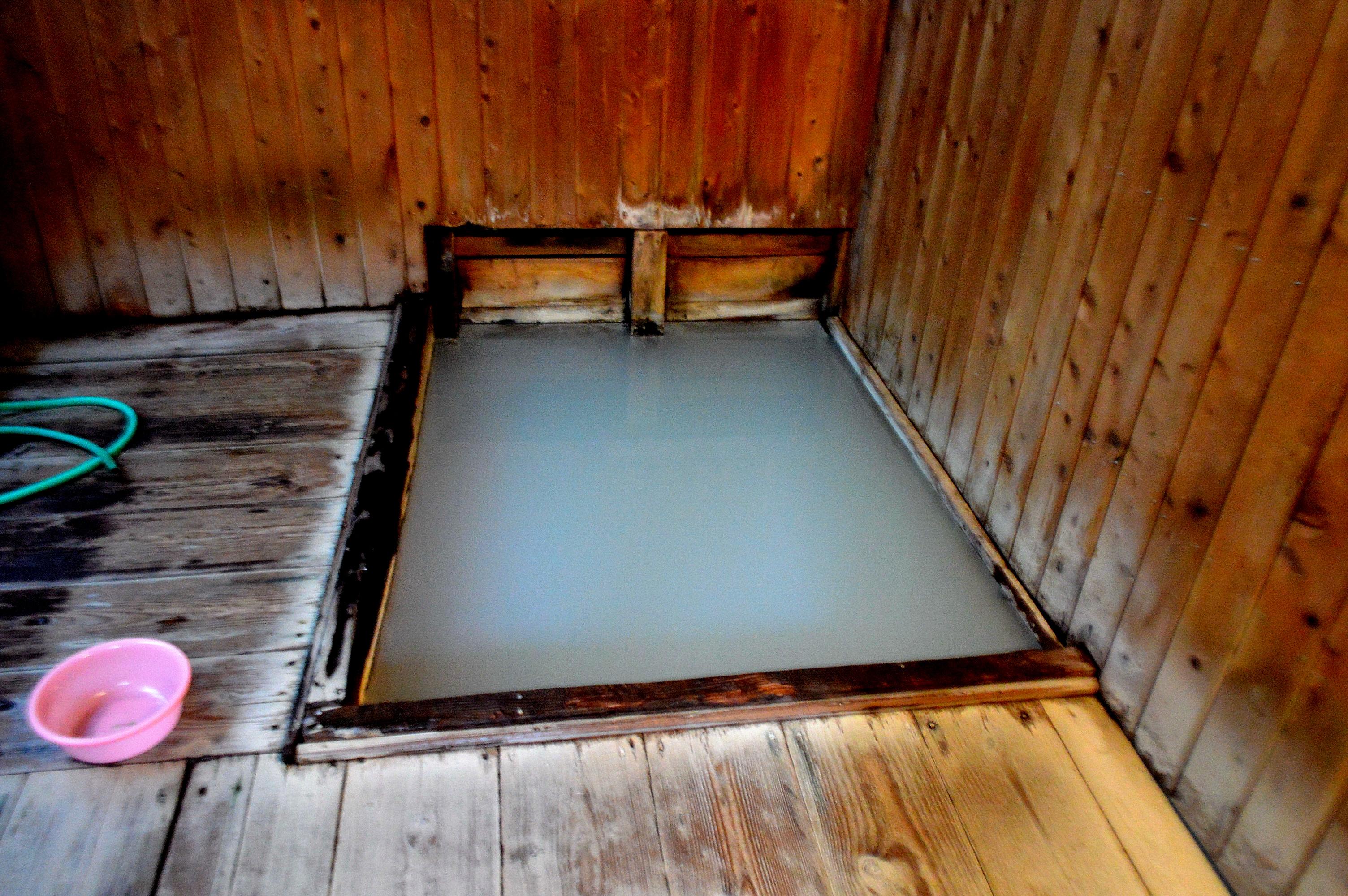 奥塩原新湯温泉「むじなの湯」浴槽