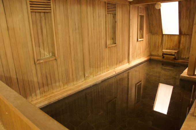 里塚温泉ゆとり 天然ヒバ材を使った浴槽