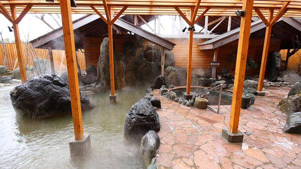 泉質の違う3つの温泉を同時に楽しめるサンバレー那須