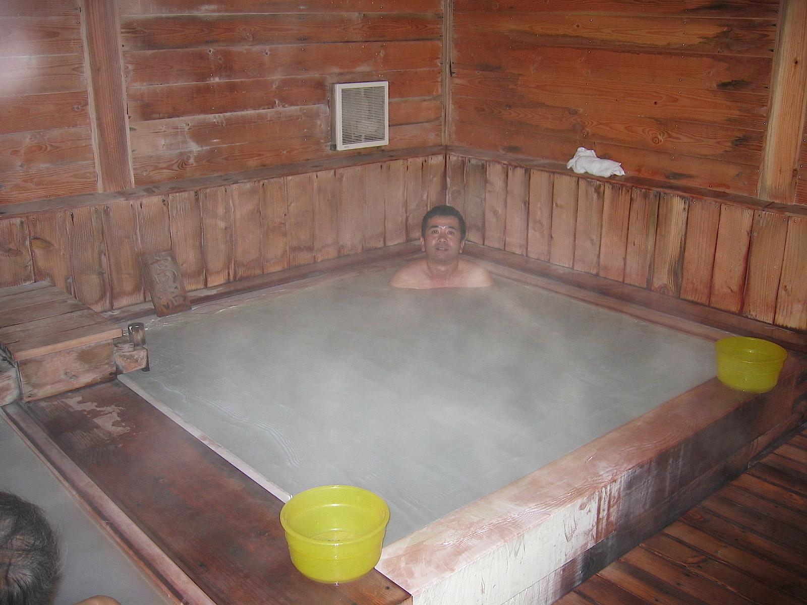温泉に入っている杉浦さんの写真