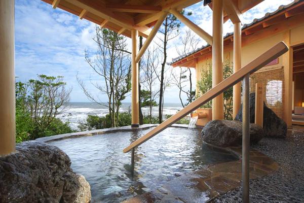外房の景勝地として人気の高い日本で一番早い初日の出が見れる犬吠埼にあるこちらの温泉、太陽の里