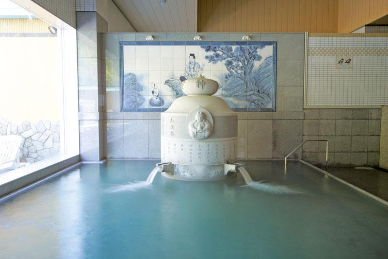 湯の花 定山渓殿 吐水口が特徴的な大浴場