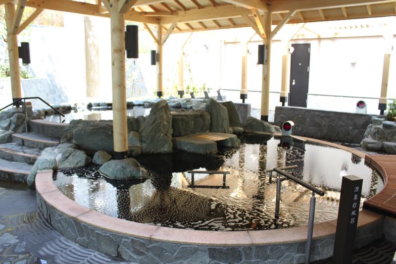 綱島温泉「綱島源泉湯けむりの庄」の天然温泉露天風呂の写真
