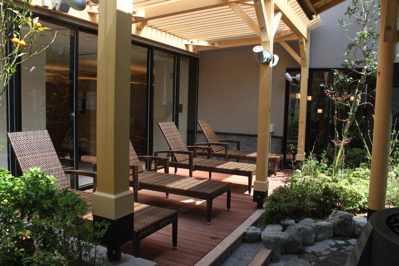 綱島温泉「綱島源泉湯けむりの庄」の休憩スペースの写真