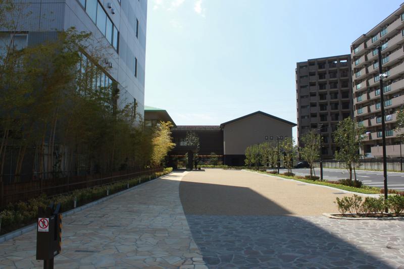 綱島温泉「綱島源泉湯けむりの庄」の駐車場の写真